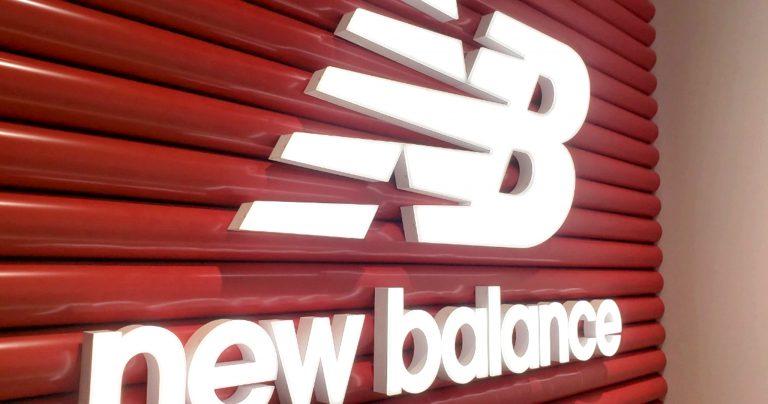 new balance:LEDサイン:ゼロチャンネル