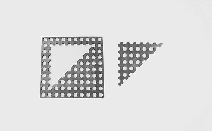 三角形にカットされたパンチングメタル